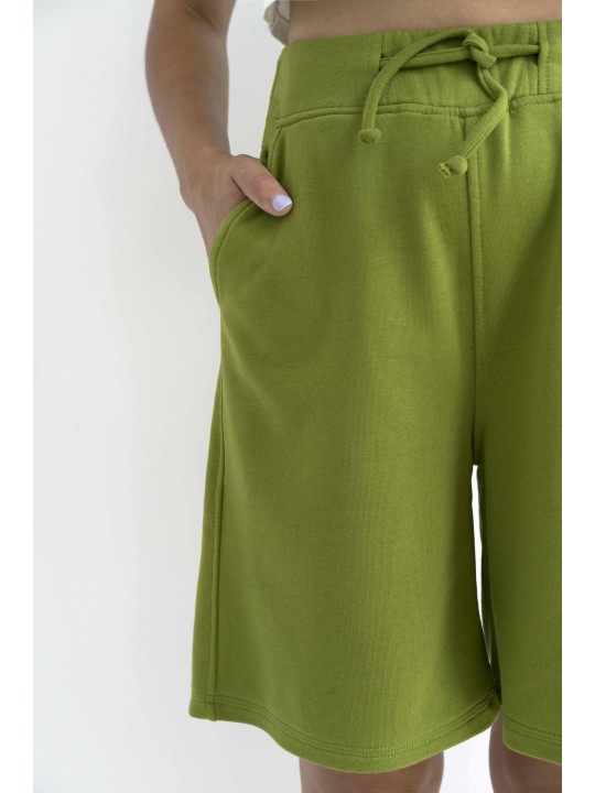 Зеленые шорты с высокой посадкой